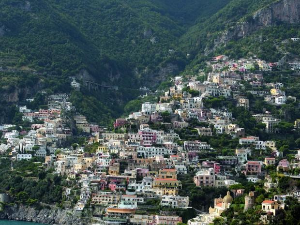 Positano: amper acht vierkante kilometer groot, één straat, maar een massa kapelletjes.