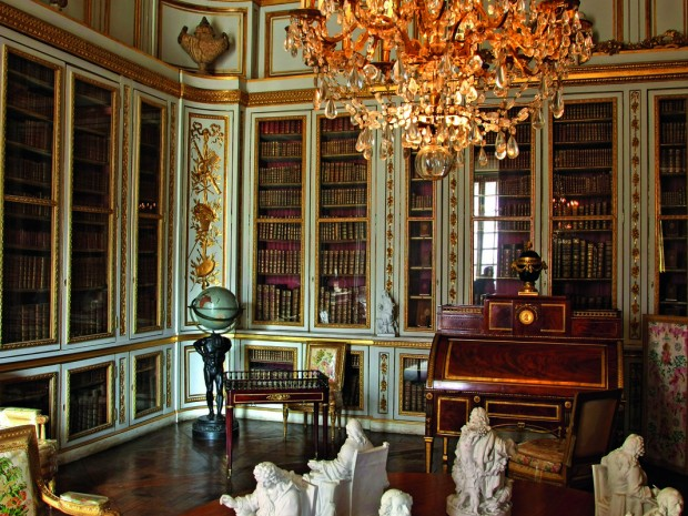 Versailles heeft in het verleden geschiedenis geschreven. Bekend is het Verdrag van Versailles, dat op 28 juni 1919 werd getekend.