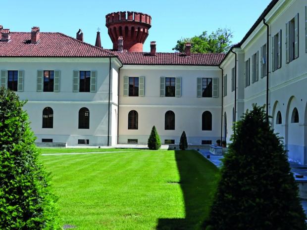 De universiteit van de gastronomie, een nederzetting uit 1835 met torentjes rond een binnenplaats.