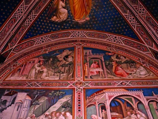 San Miniato Al Monte bulkt van de veertiende-eeuwse fresco's.