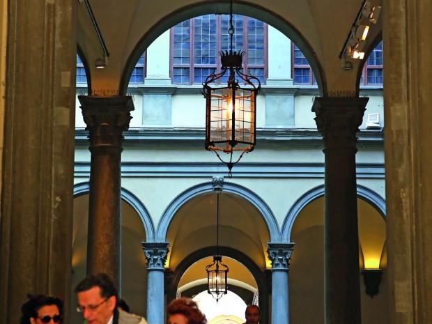 Vergeten hoekjes in de Via Tornabuoni,   de elegantste winkelstraat van Firenze.