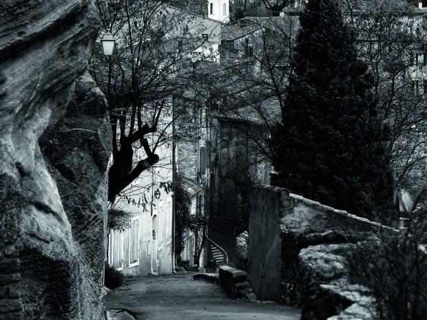 Ménerbes is een van de beroemdste hoog gelegen dorpen van de Luberon. De beschermvrouw van dit berggehucht is Minerva, godin van wijsheid en kunst.